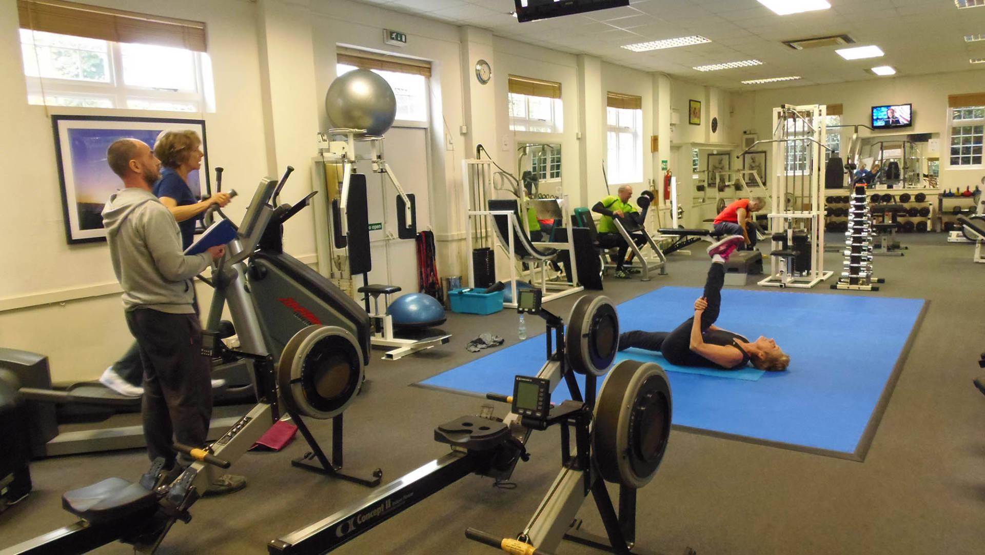 Superb-modern-fitness-studio.-1